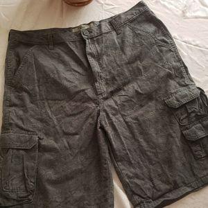 Wrangler gray map cargo shorts. Size 38